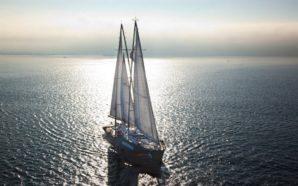La Rainbow Warrior di Greenpeace al porto di Pozzuoli per…