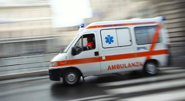 Pompei, ambulanze del 118 senza assicurazione: denunciato un uomo