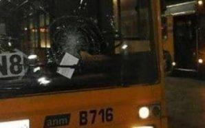 Napoli, Autobus assaltato nella notte da una baby gang