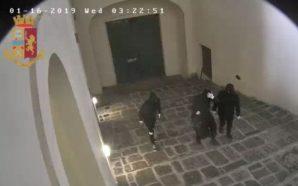 Napoli, arrestati i tre ladri dell'università Suor Orsola Benincasa