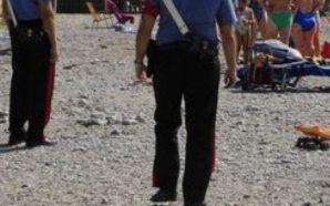 Bambino smarrito in spiaggia, ritrovato dopo ore: genitori denunciati