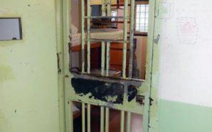 Carcere di Poggioreale: detenuti nascondevano microcellulari negli slip