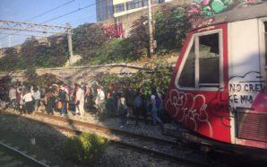 Treno Circum guasto, passeggeri sui binari
