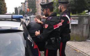 Palma Campania: 39enne munito di coltello rapina un centro scommesse