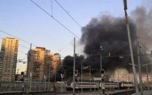 Fuoco e fiamme nella stazione centrale di Napoli