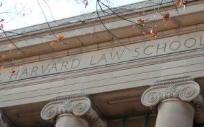 Raccoglie rifiuti per pagarsi la prestigiosa università di Harvard