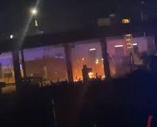 Distributore Gpl a fuoco, fumo e fiamme a Torre Annunziata
